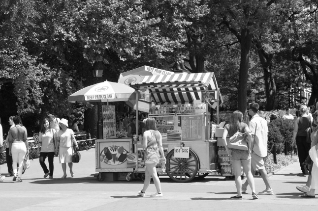 Another classic scene – the hot dog and soda cart. There were surprisingly few of these in the park... others stationed themselves just outside on the sidewalks.